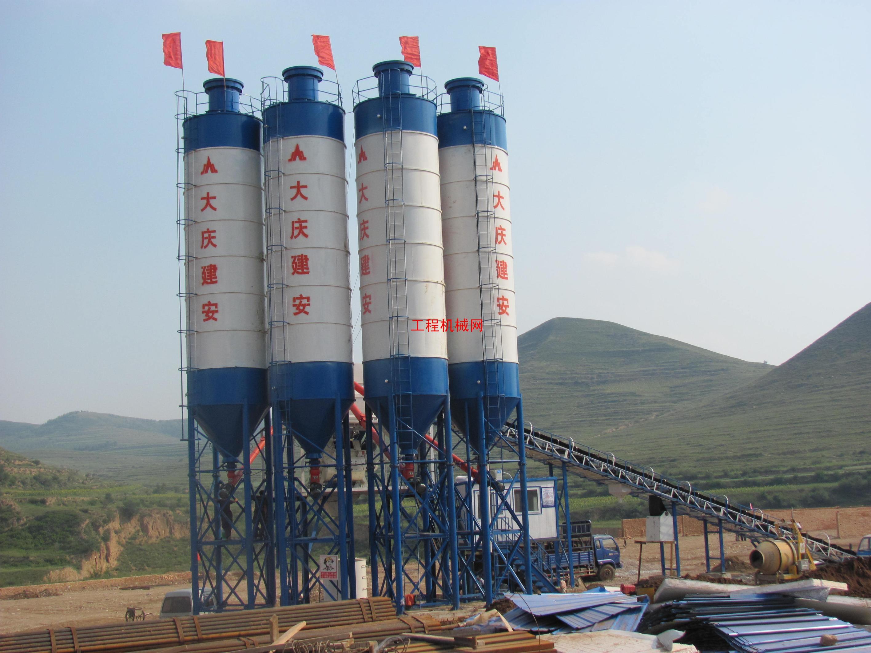 商品型混凝土搅拌站,每小时产90方混凝土.
